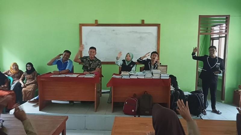 Anak Pulau Legundi dapat Wawasan Kebangsaan dari Beruang Hitam Batalyon Infanteri 9 Marinir