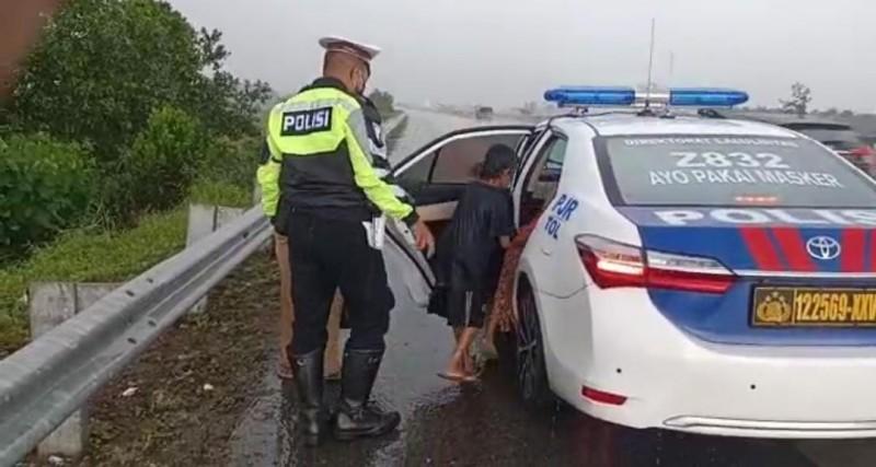 Anak dan Istri Ditelantarkan di Tol Sudah Pulang Naik Bus