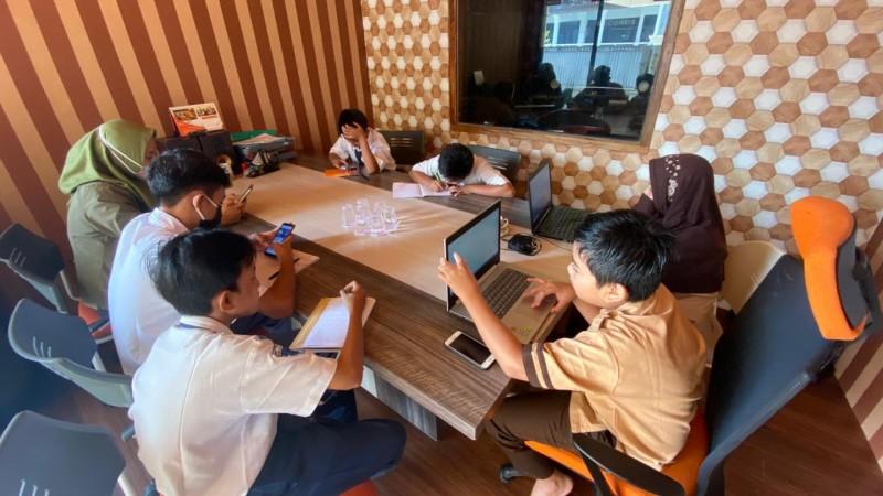Anak Pengais Kuota Dekat Sarang Ular Dapat Bantuan