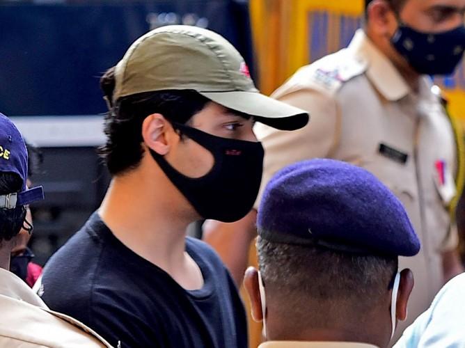 Anak Shah Rukh Khan, Aryan Khan Ditangkap karena Narkoba