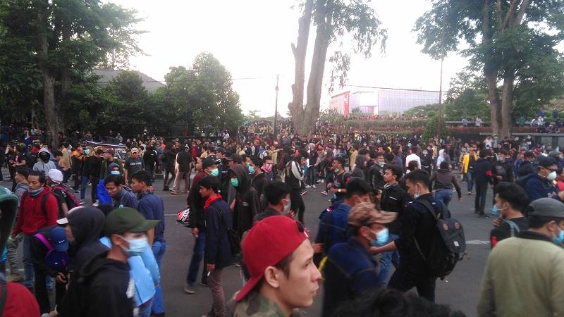 Anarko Diduga Kembali Susupi Aksi di Bandung