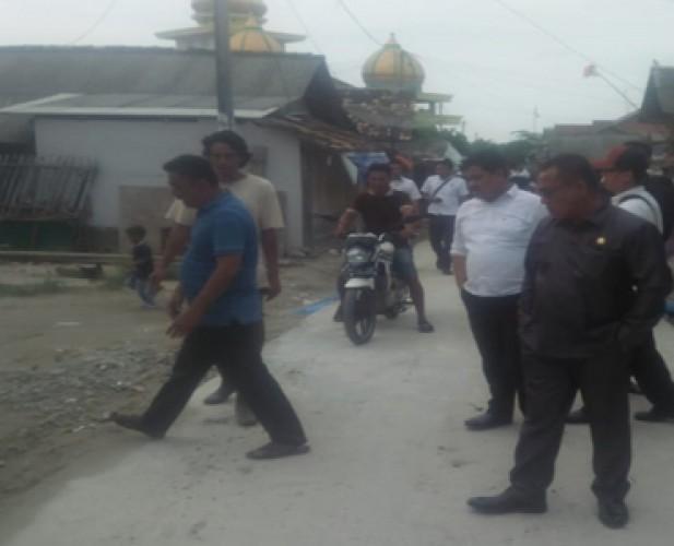 Anggota DPRD Lamsel Minta Rekanan Perbaiki Pembangunan Jalan di Ketapang