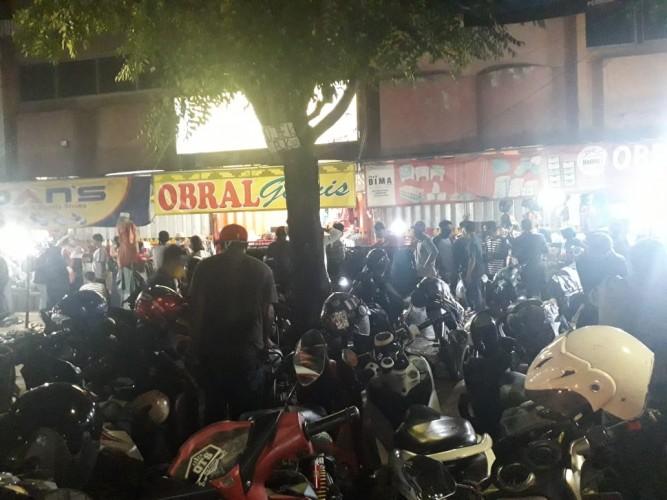 Anggota Polisi Diterjunkan Antisipasi Kerumunan Warga di Pasar