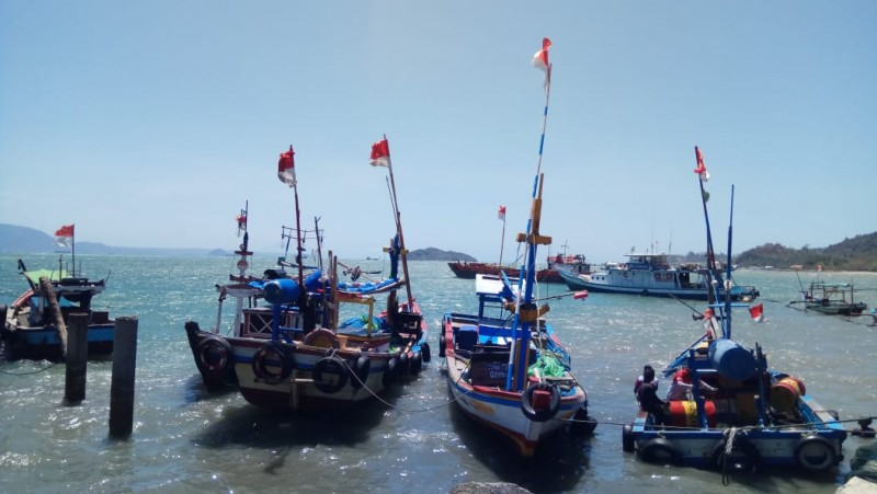 Angin Kencang Membuat Nelayan Enggan Melaut