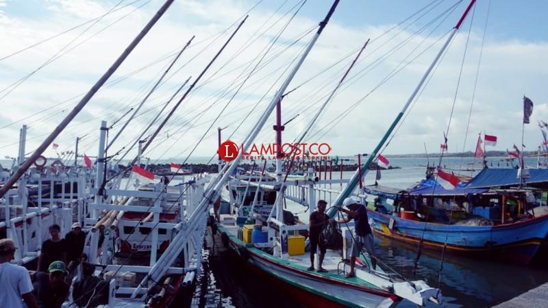 Angin Kencang, Nelayan Kalianda Nekat Melaut