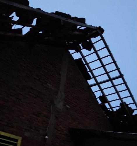 Angin Puting Beliung Rusak 7 Rumah di Telukbetung