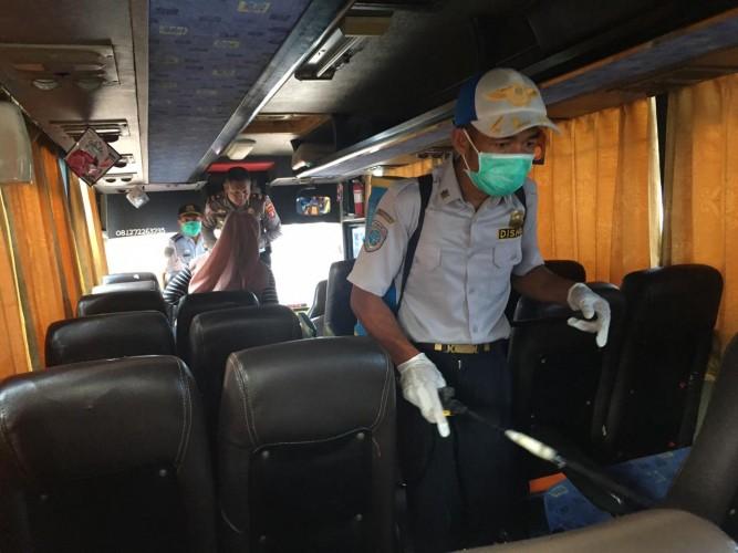 Angkutan Umum di Tubaba Disemprot Disinfektan