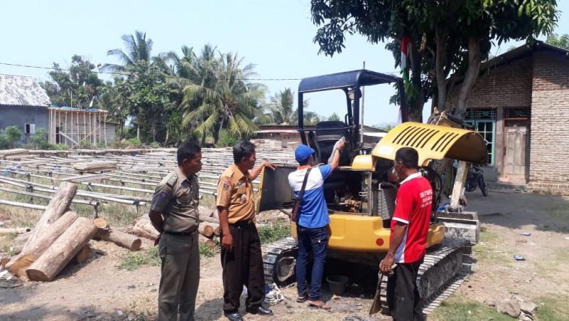 Antisipasi Banjir, Camat dan Warga  Bakauheni Perbaiki Saluran Air
