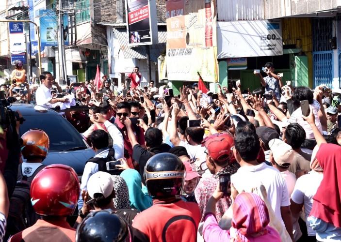 Antusiasme Warga Sumut Sambut Capres  Jokowi di Asahan