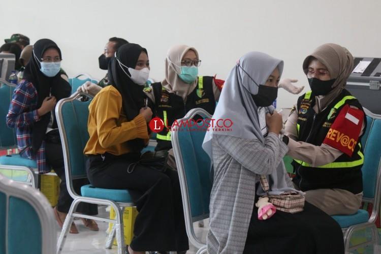 Apindo dan OJK Lampung Terima Puluhan Ribu Dosis Vaksin