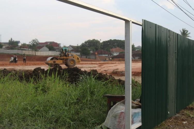 Area Pembangunan Plaza Living Mulai Ditutup Pagar