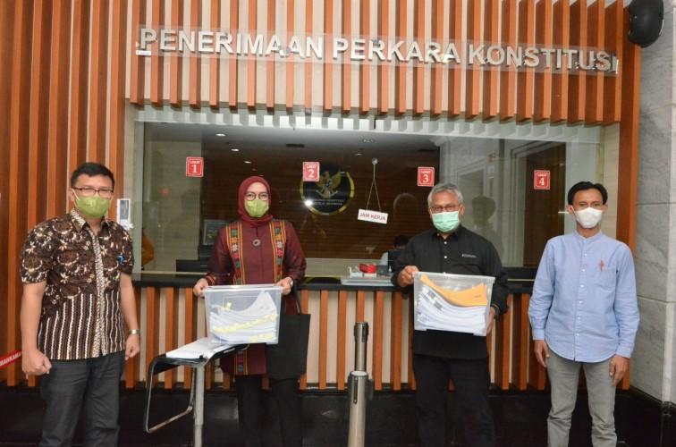 Arief Budiman dan Evi Novida Uji Putusan Pemecatan ke MK