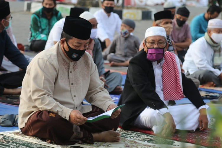 Arinal Sholat Id Bareng Masyarakat, Ajak Kembali Kepada Kampung Rohani