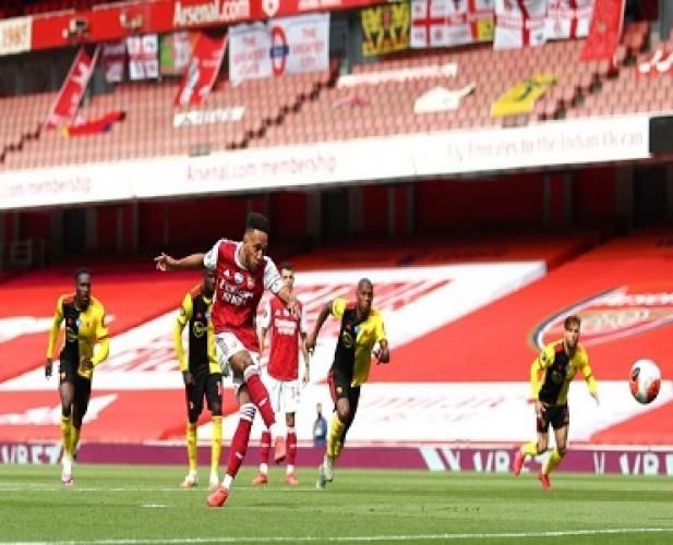 Arsenal Paksa Watford Turun Kasta