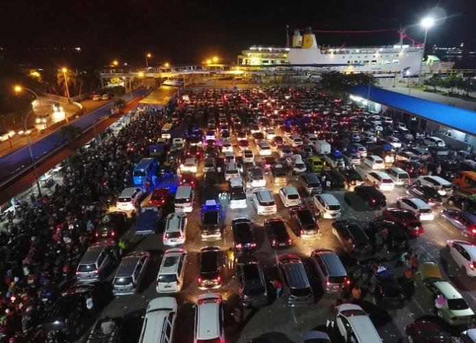 Arus Penumpang dan Kendaraan Bakauheni-Merak Turun 13 Persen