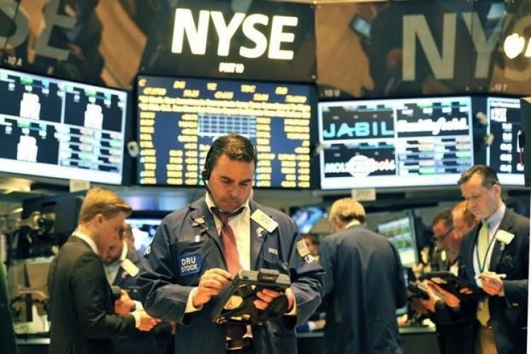 AS Peringkat Teratas Dunia Kasus Covid-19, Wall Street Ambruk