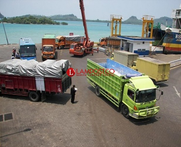 ASDP Tetap Layani Truk Angkutan Barang