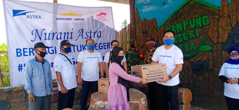 Astra Grup Bagikan 300 Paket Sembako ke Warga Terdampak Covid-19