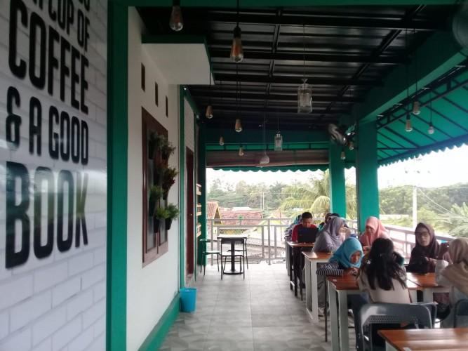 Aura Book Coffee Wadah Literasi dan Penulis Lampung
