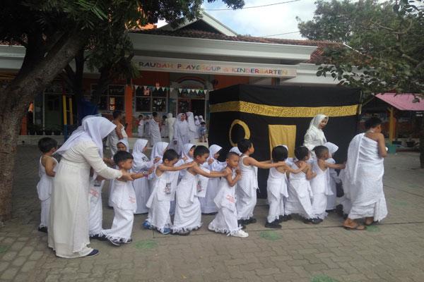 Ratusan Siswa Belajar Manasik Haji