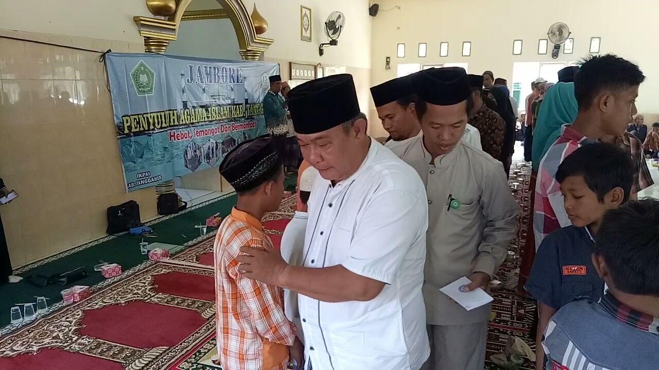 Jambore Penyuluh Agama Beri Santunan