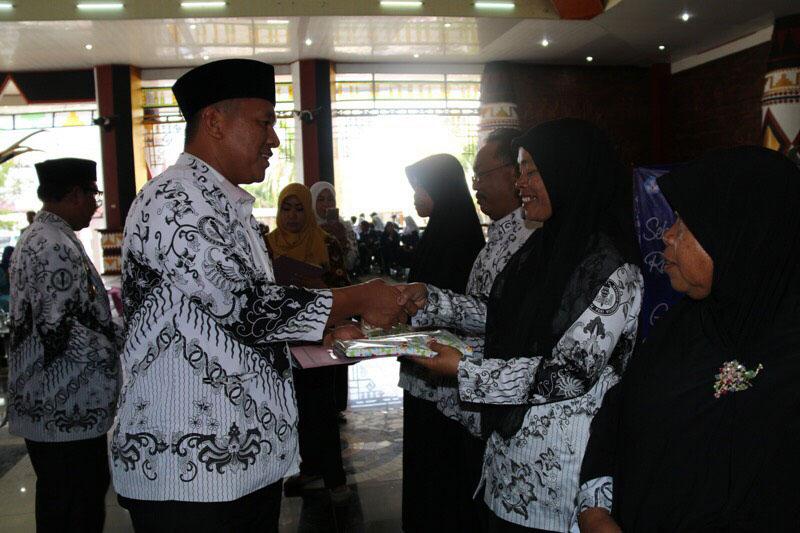 Guru dan Pengawas di Lampung Tengah Terima TPG Triwulan Kedua 2017