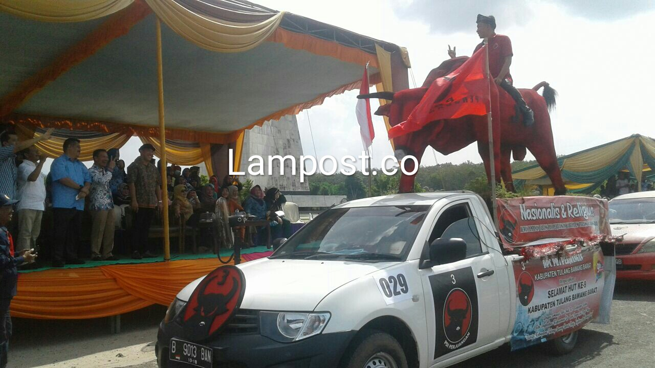 Dari Kendaraan Hias Hingga Banteng PDIP, Turun Jalan Meriahkan Karnaval HUT Tubaba