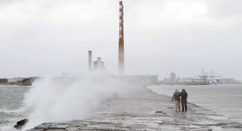 Badai Callum Padamkan Listrik di Wales dan Irlandia