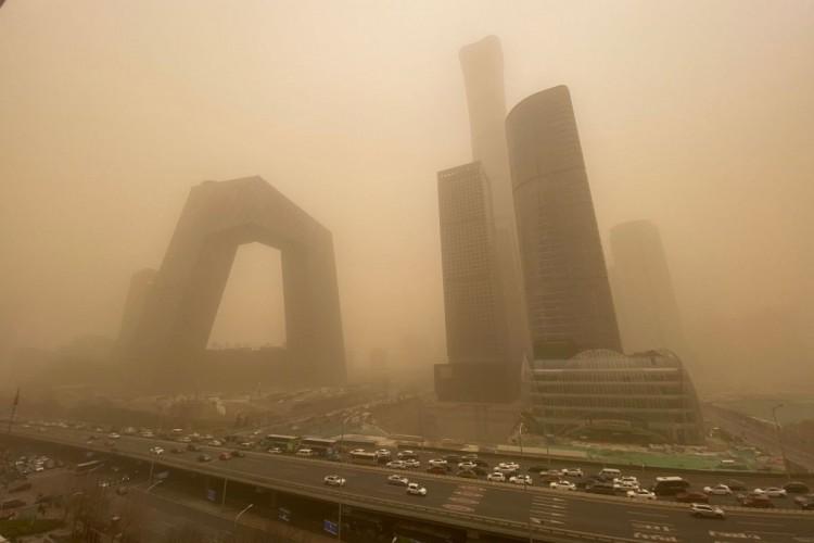 Badai Pasir Terburuk Bikin Langit Beijing Menguning