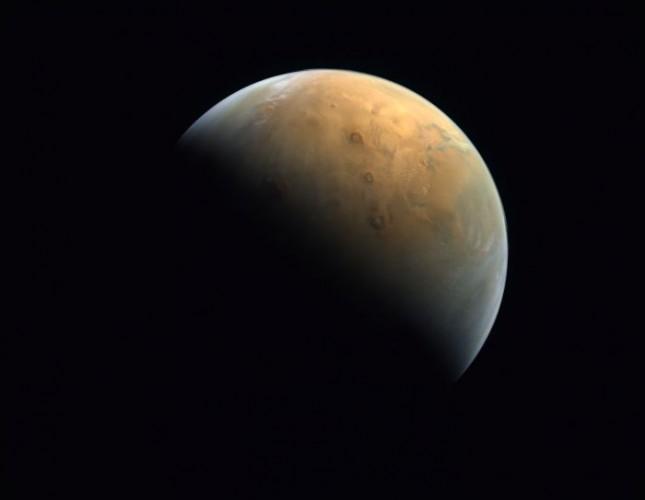 Badan Antariksa UEA Abadikan Penampakan Planet Mars