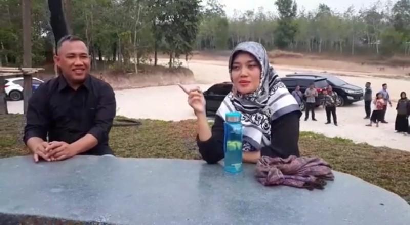 Bak Traveler,Nunik Wawancarai Umar Ahmad di Uluan Ughik