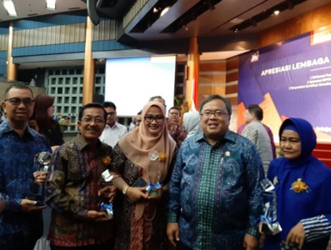 Balitbang Lambar Dapat Anugerah Berkinerja Utama