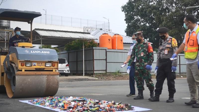 Bandara Radin Inten II Musnahkan Barang Sitaan Berbahaya