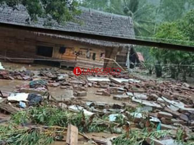 Banjir Kelumbayan Rusak Puluhan Rumah dan Satu Warga Tewas