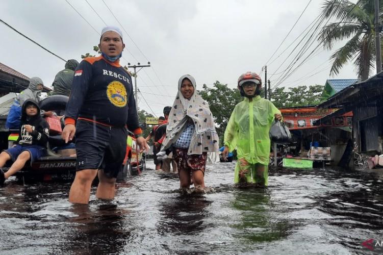 Banjir Lumpuhkan Kota Banjar, Ribuan Warga Dievakuasi