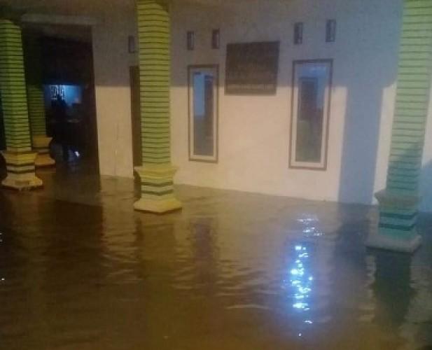 Banjir Rob Landa Empat Kampung di Denteteladas