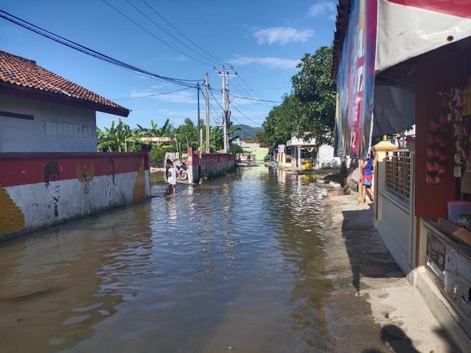 Banjir Rob Rendam Kotakarang