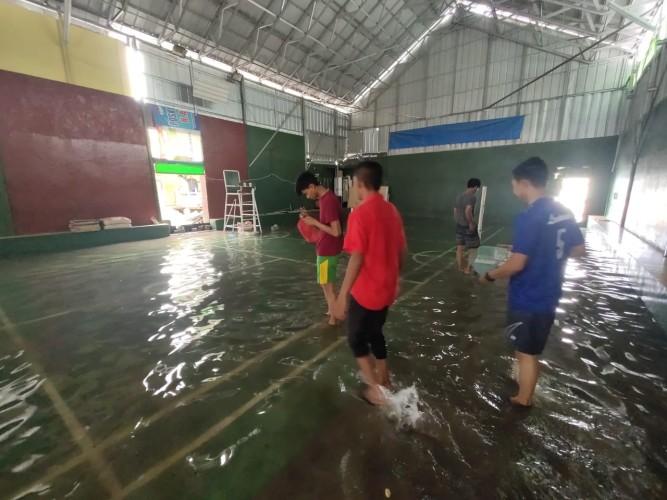 Banjir Rob Rendam Lapangan Sepak Takraw Lampung