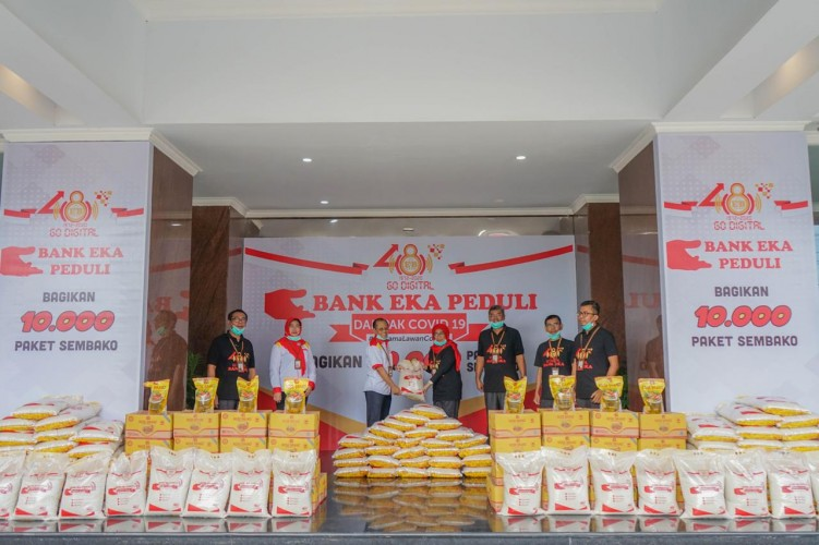 Bank Eka Bagikan 10.000 Paket Sembako