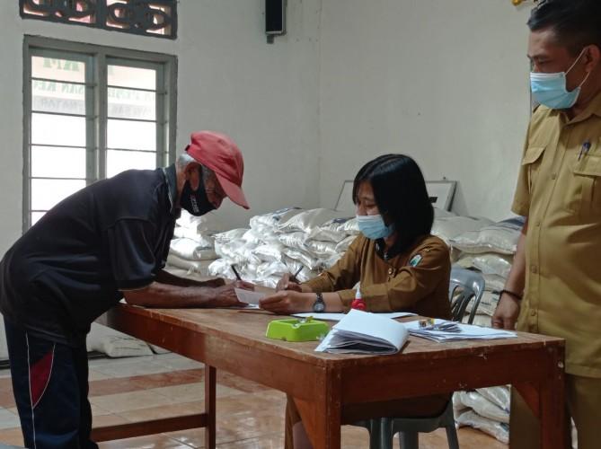 Bantuan 10 Kg Beras Jangkau Desa Terpencil di Lampung Selatan