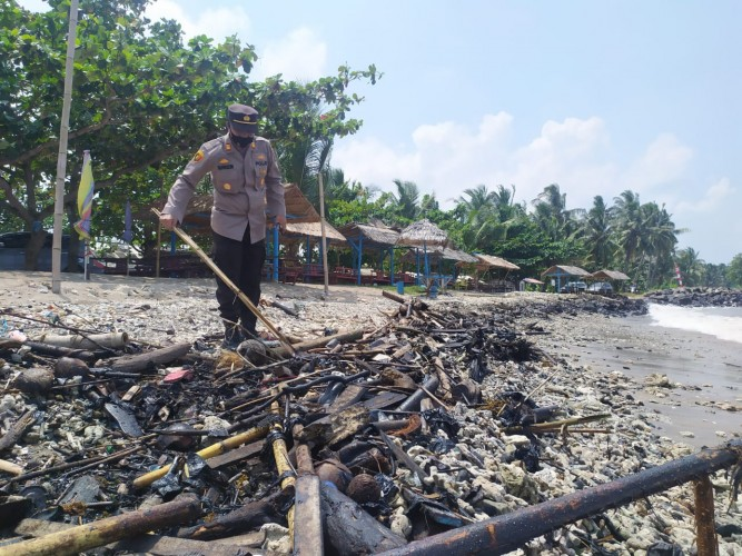 Bareskrim Polri Selidiki Limbah Aspal di Pesisir Lampung