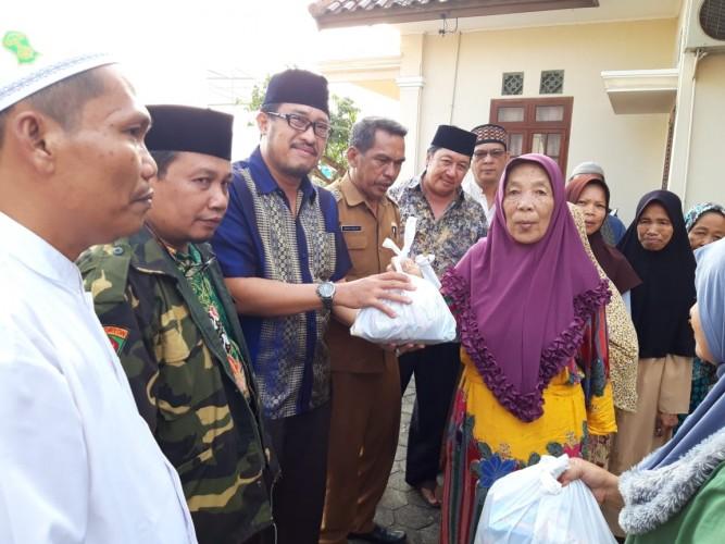Barisan Kader Gus Dur Lampung Sambut Hari Santri dengan Bersedekah