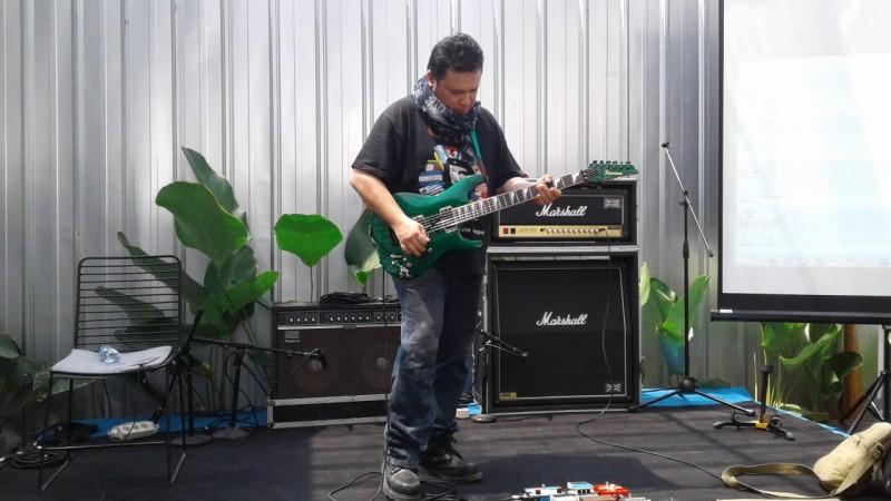 Baron Beri Pembekalan Gitaris Lampung