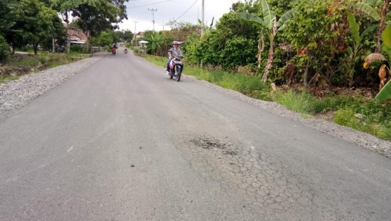 Baru 4 Bulan Diperbaiki, Ruas Jalan Palas-Bandanhurip Rusak Lagi
