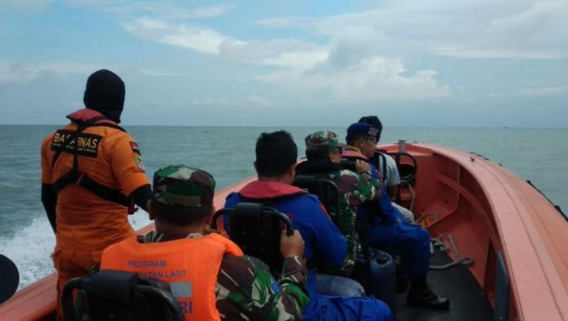 Basarnas Lanjutkan Pencarian Korban Kapal Tenggelam