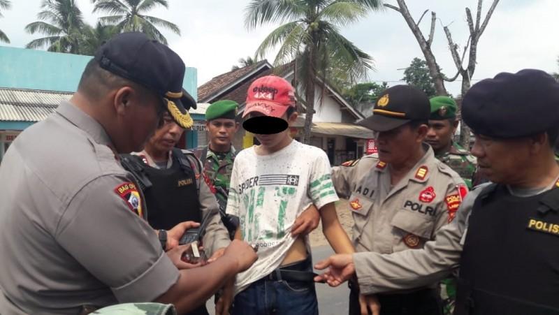 Bawa Senjata Tajam, Pemuda Ini Diamankan Petugas Gabungan