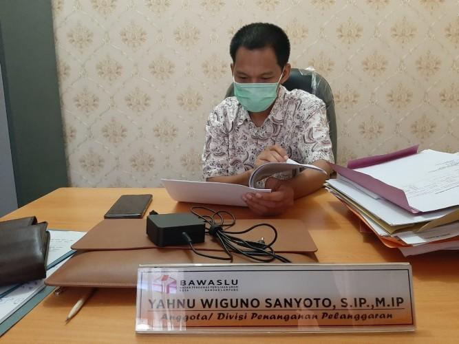 Bawaslu Bandar Lampung Kaji Laporan Perusakan APK Paslon Eva-Deddy