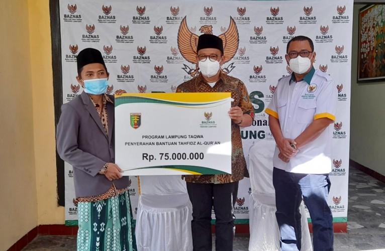 Baznas Lampung Salurkan Bantuan untuk Puluhan Santri Tahfidz