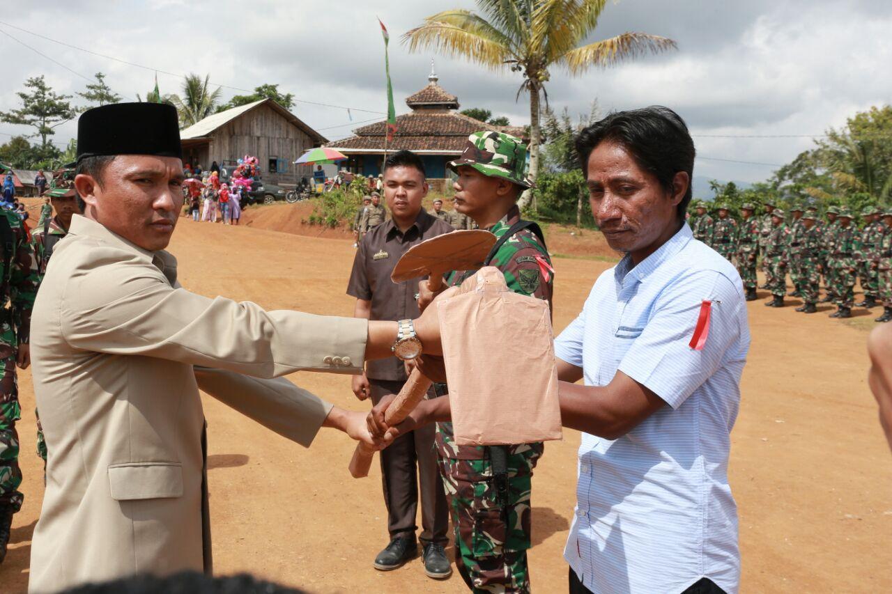Karya Bakti TNI di LambarTumbuhkan Semangat Pembangunan