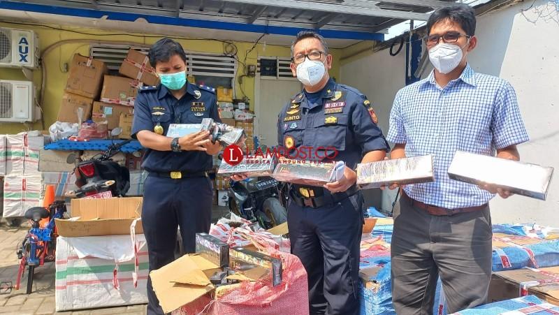 Bea Cukai Gagalkan Penyelundupan 58 Dus Rokok dari Jawa